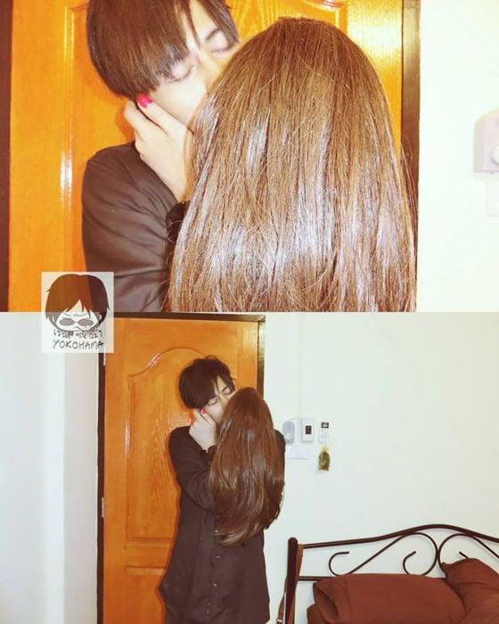 chico besa a su mano con una peluca