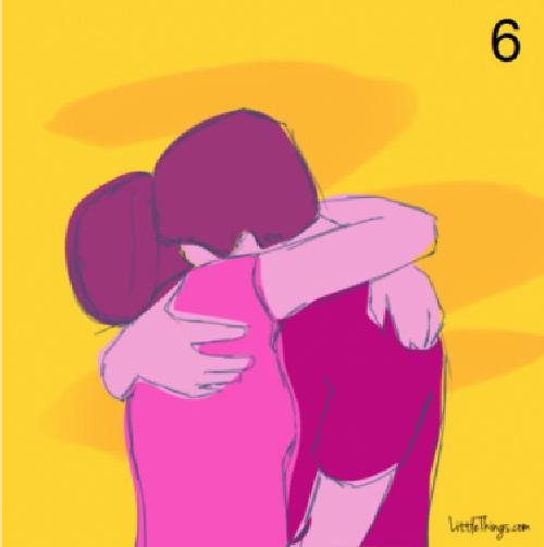 abrazo escondiendo la cara