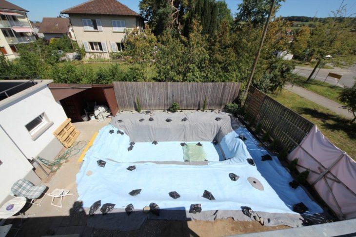 foto aerea de patio trasesro cubierto con plastico