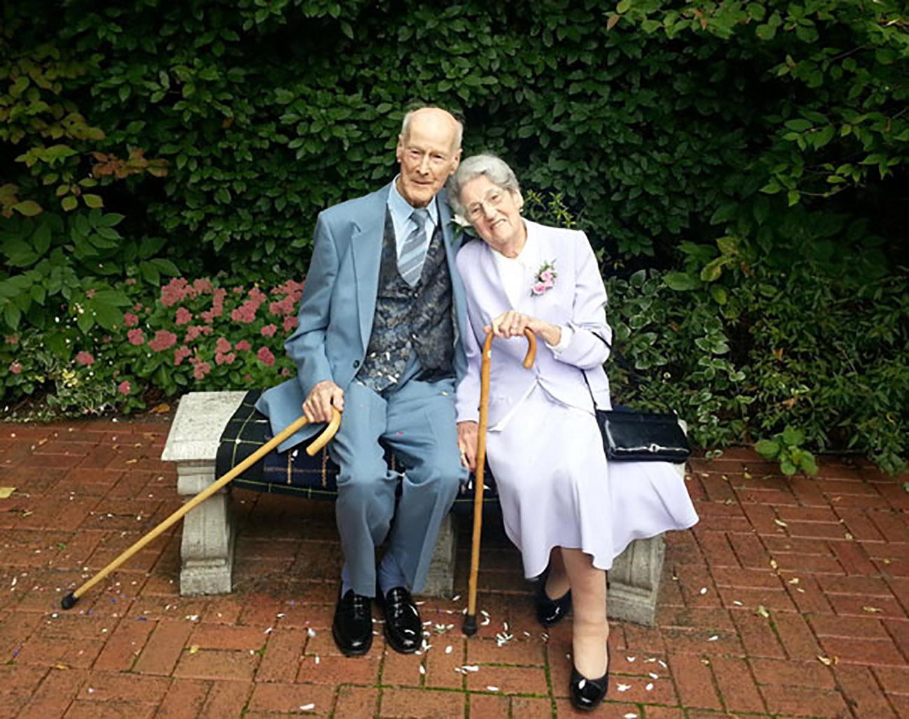 Resultado de imagen para pareja de ancianos enamorados