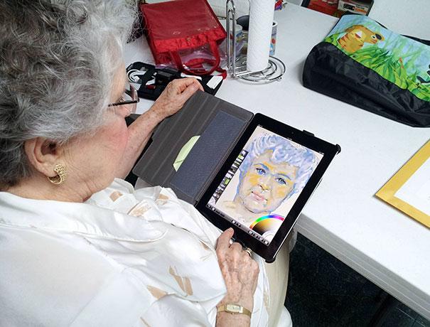 abuela tablet dibujo