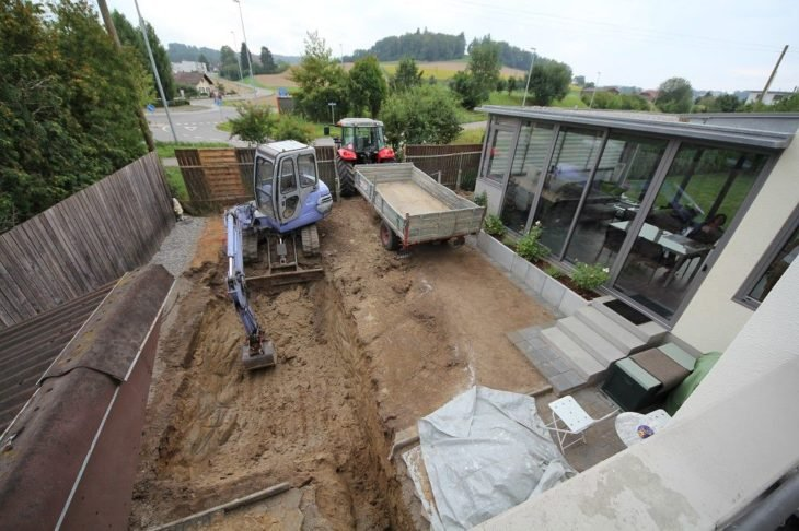 excavadora patio trasero