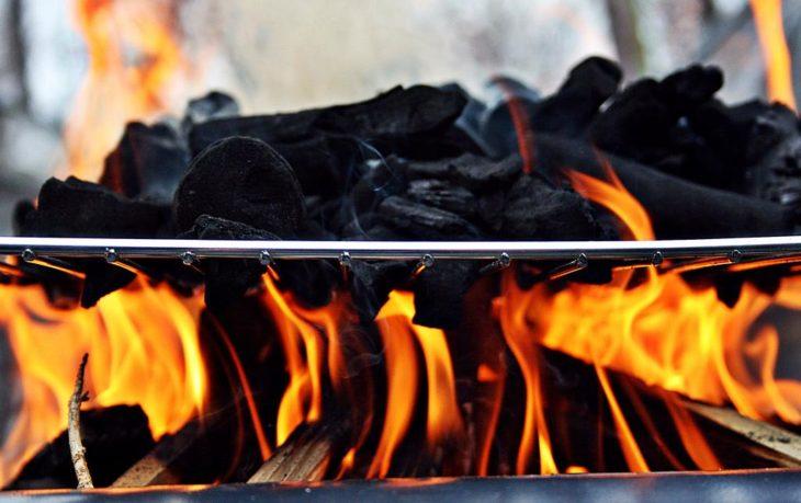 carbón piezas fuego