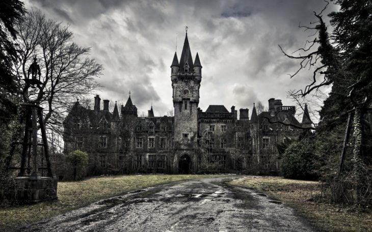 castillo tétrico abandonado