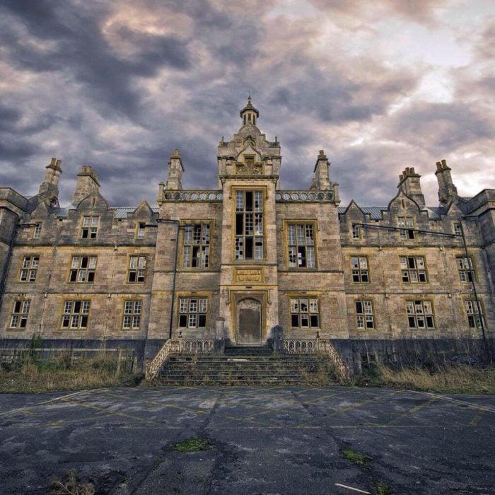 enorme castillo solo