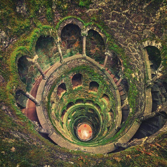 escaleras en ruinas