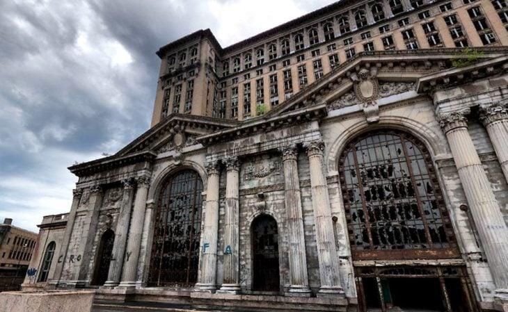 edificio viejo abandonado