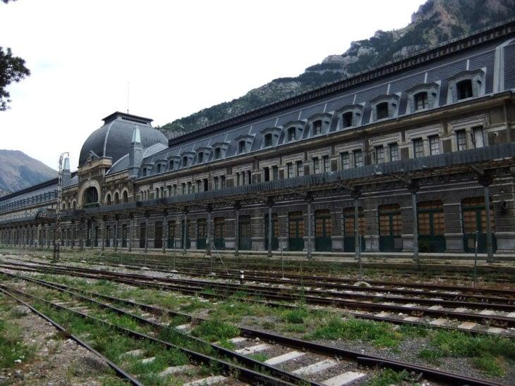 estacion de trenes abandonada