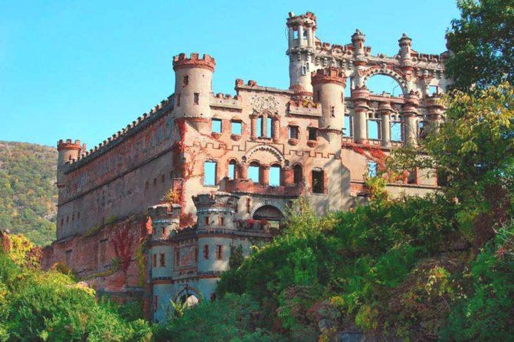 castillo pintoresco abandonado