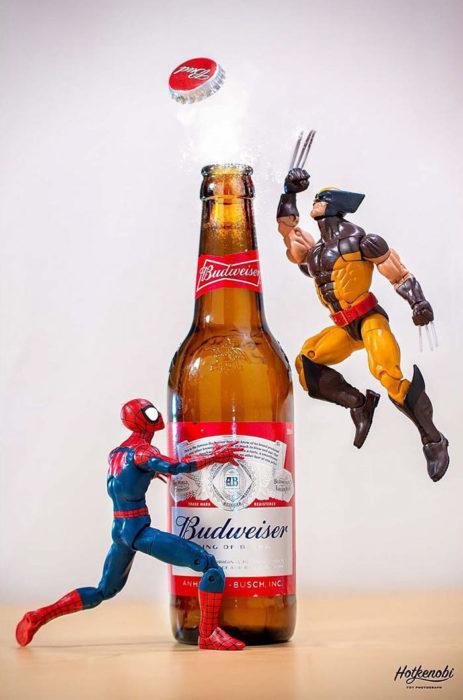 Figuras de acción personajes fotos Hot Kenobi cerveza abriendo spiderman