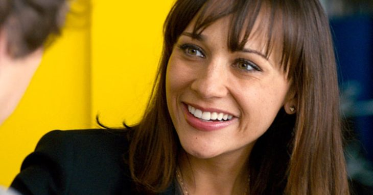 rashida jones sonriendo