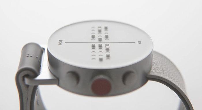 Primer reloj braile