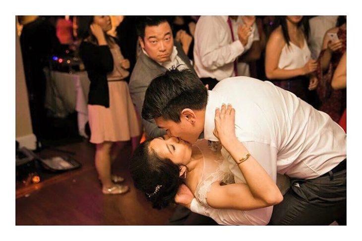beso en una boda