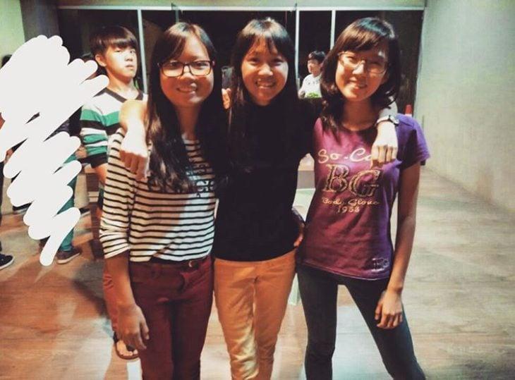 chicas asiáticas sonriendo