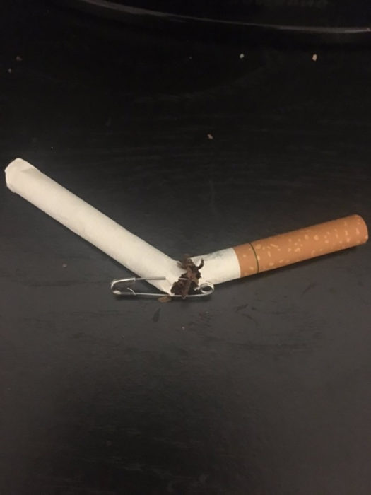 cigarro unido por un seguro