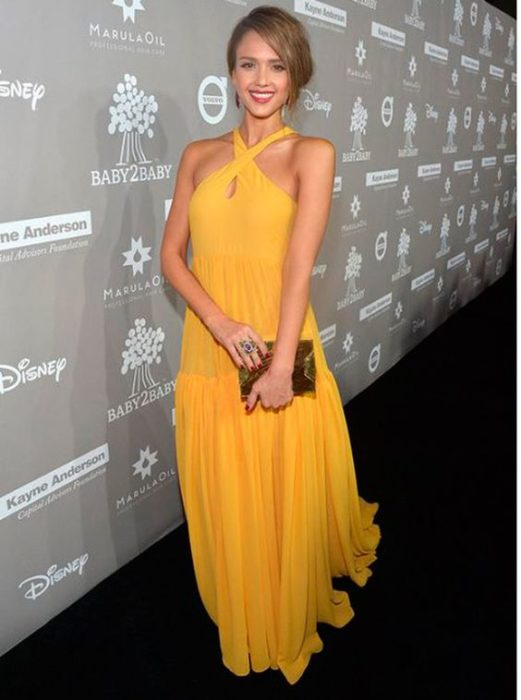 color amarillo jessica de alba