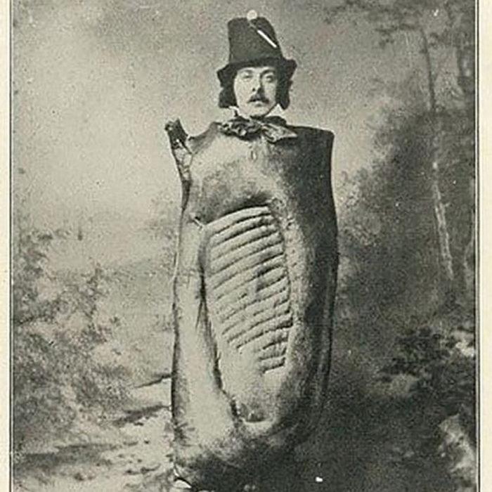 hombre disfrazado de carne