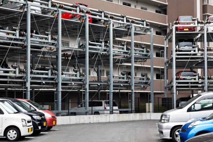 estacionamiento de autos en japón