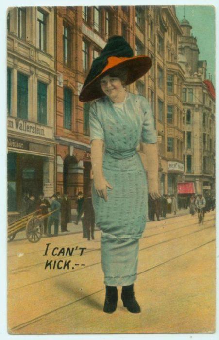 falda antigua que se ajusta en los tobillos