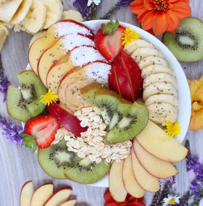 plato lleno de frutas