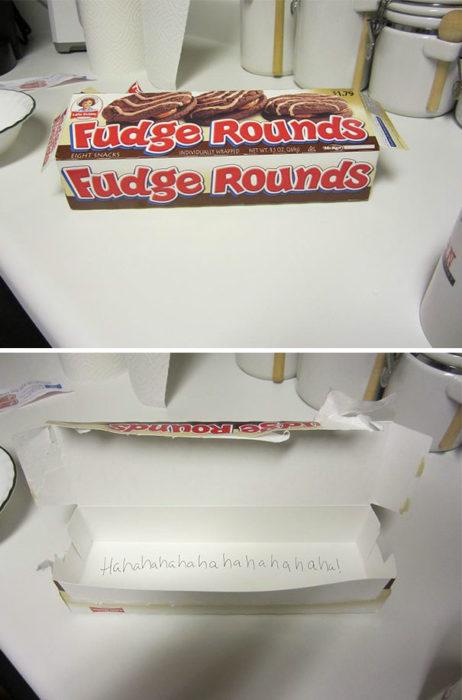 caja de galletas de chocolate vacías