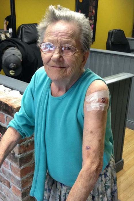 abuelita tatuaje corazón
