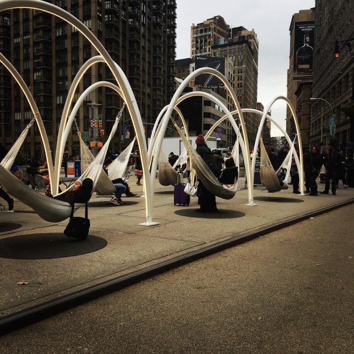 hamacas en calle de nueva york