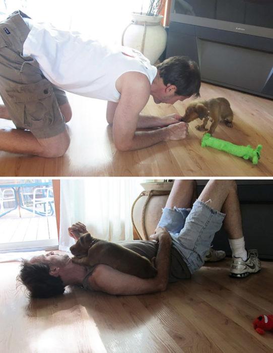 hombre jugando con un cachorro