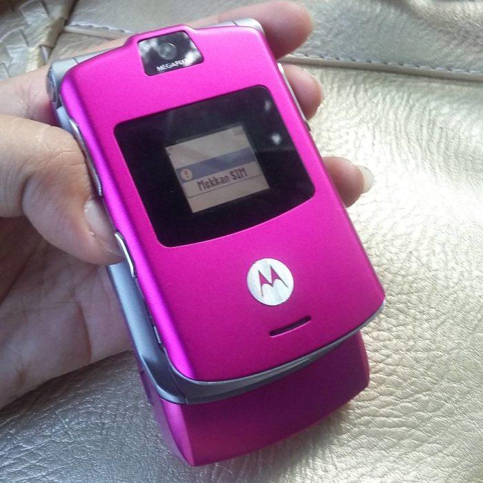 celular motorola rosa