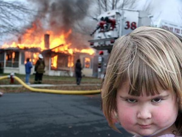 niña buho incendio