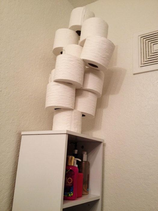 pila de papeles higiénicos
