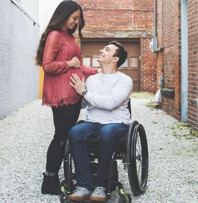 padre paraplejico silla