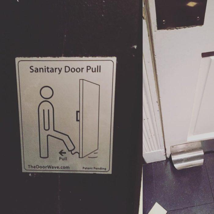 puerta que se empuja con el pie