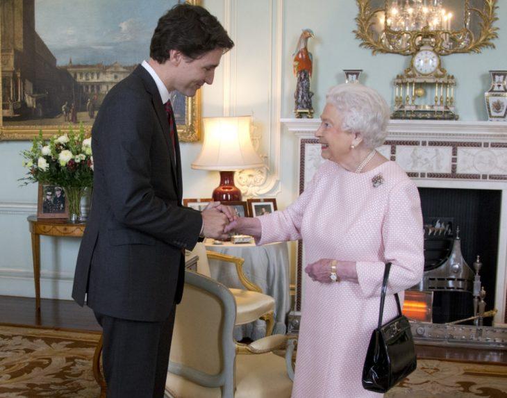 justin trudeau y la reina elizabeth