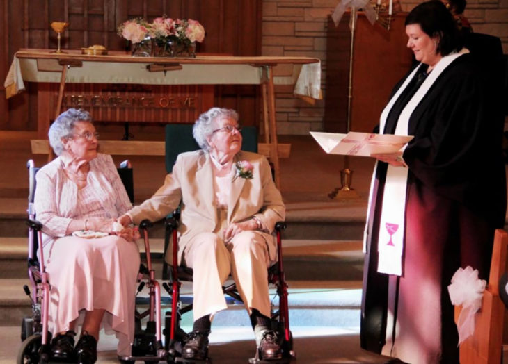 pareja de ancianas se casa