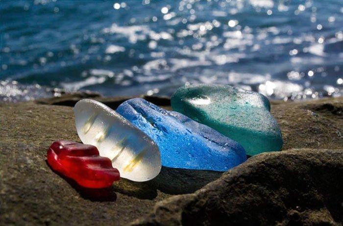 piedras playa ussuri colores rojo azul verde
