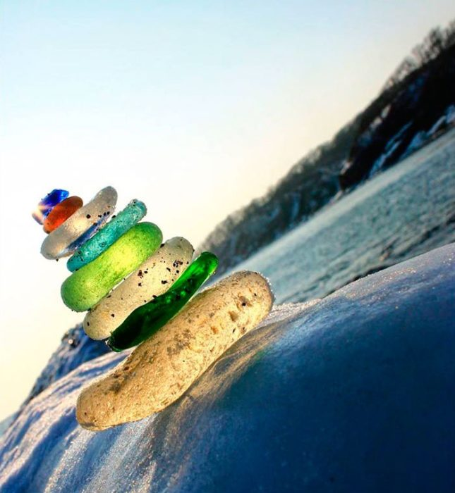 piedras colores playa Ussuri