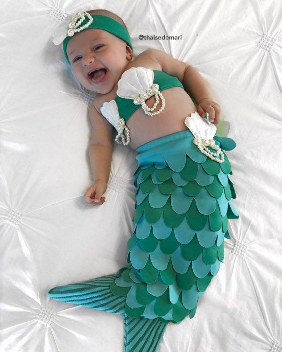 bebé disfrazada de la sirenita