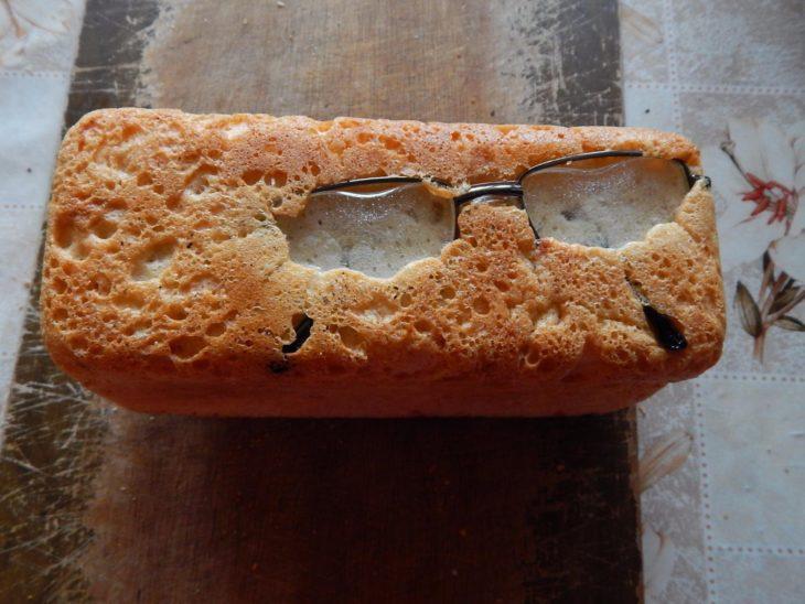 pan horneado con lentes