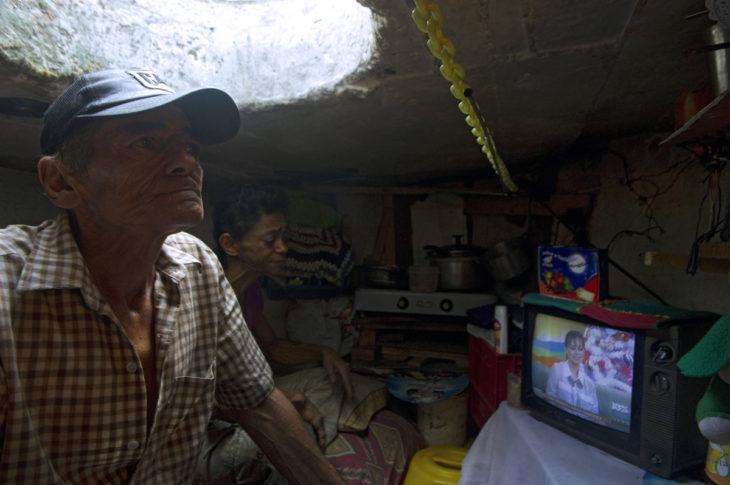 televisor familia alcantarilla