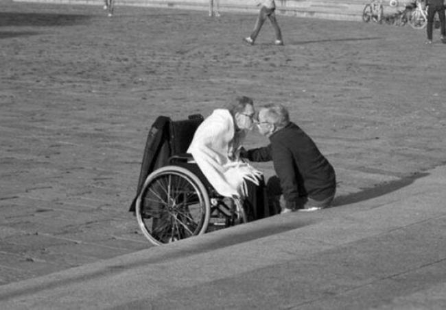 amor ancianos blanco y negro