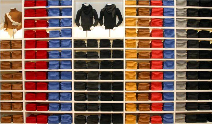 tienda de ropa super ordenada