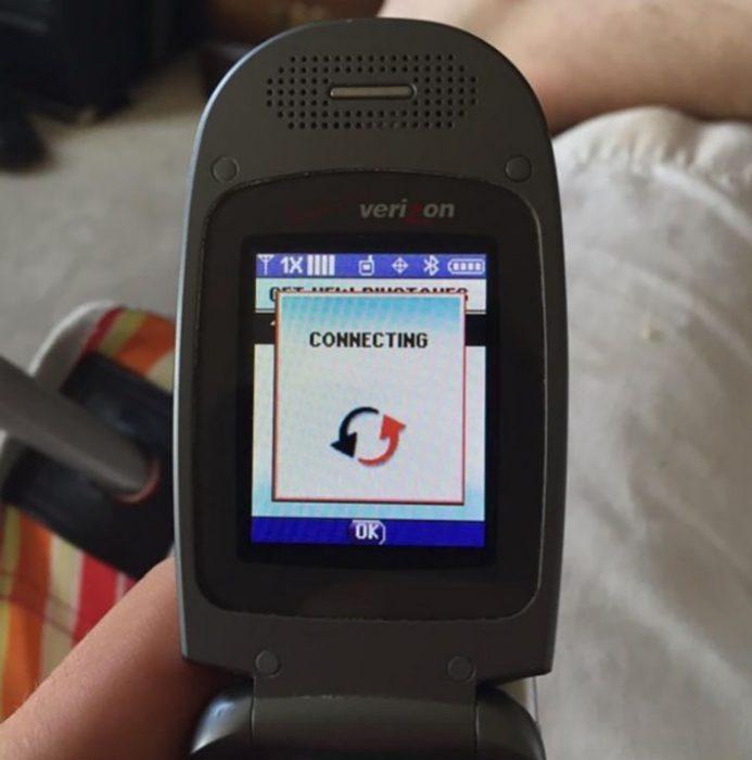 celular 90's conectando internet