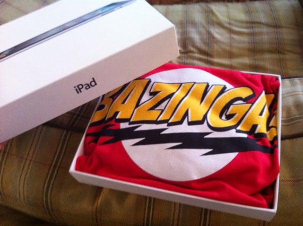 playera de bazinga en una caja de ipad
