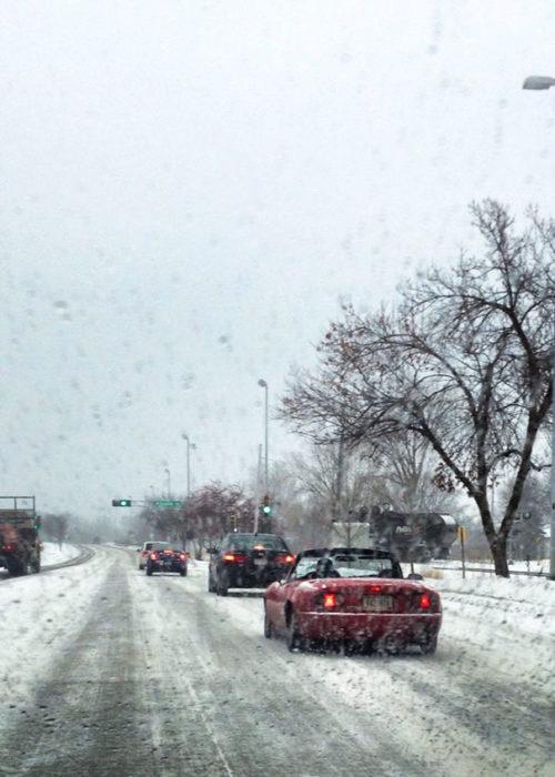 porshe descapotado en la nieve