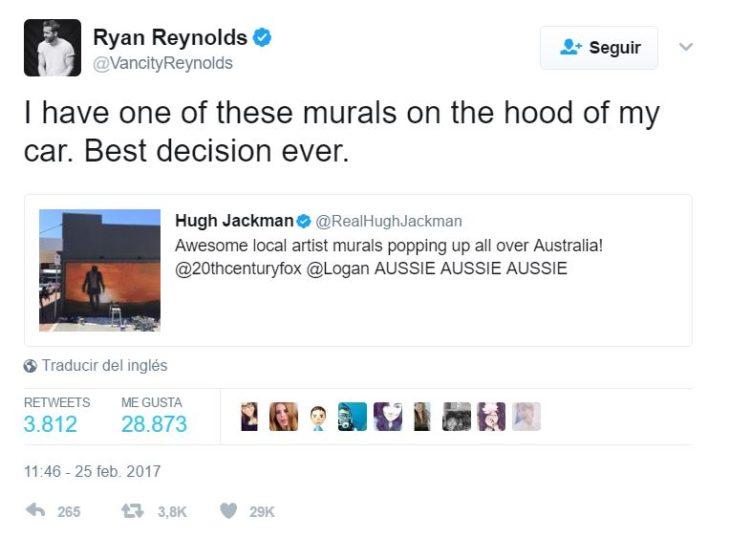 tuit de ryan reynolds diciendo que tiene en la capota de su carro un mural de hugh jackman