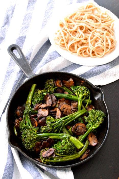 brócoli pasta champiñones vegana