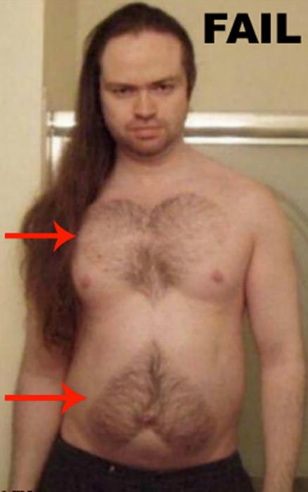 hombre con dos corazones en el pecho hechos de sus bello corporal