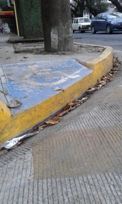rampa paara discapacitados mal construida