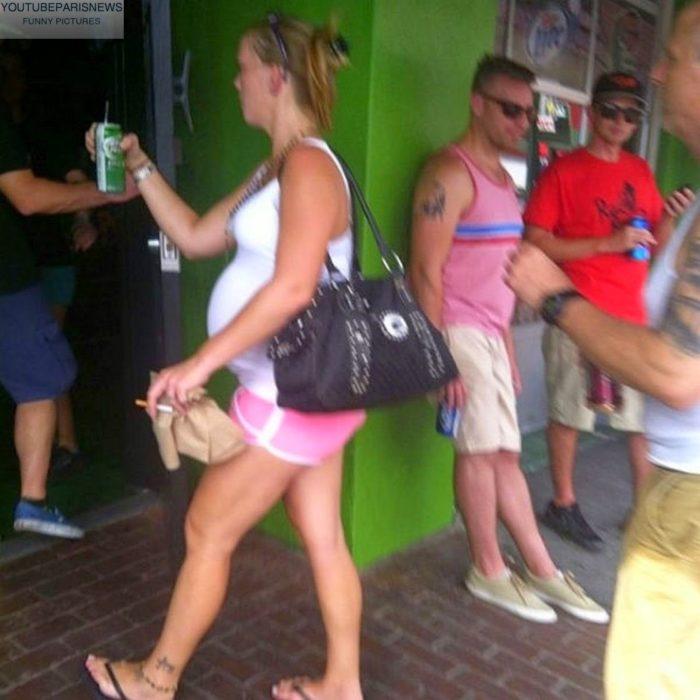 embarazada con cerveza y cigarro
